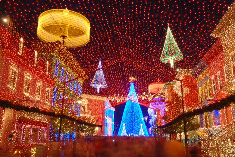 OSBORNE FAMILY SPECTACLE OF DANCING LIGHTS – CELEBRATE A HOLIDAY TRADITION ONE MORETIME