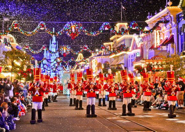 christmas-parade-toy-soldiers-M