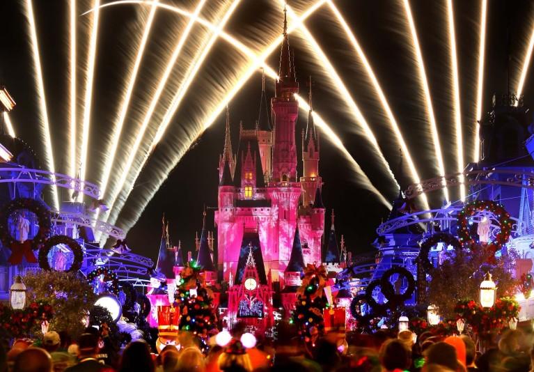 HOLIDAY WISHES MAGIC KINGDOM
