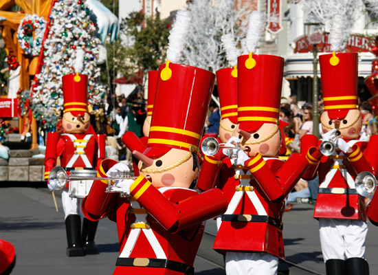 How to Survive Christmas Eve and Christmas Day at Disney World!